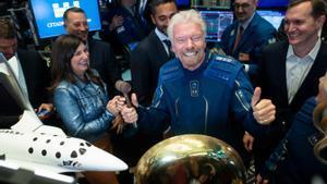 Richard Branson s'avança a Jeff Bezos i viatja a l'espai aquest diumenge