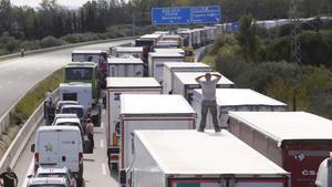 La autopista AP-7 a la altura de Figueres, cortada.