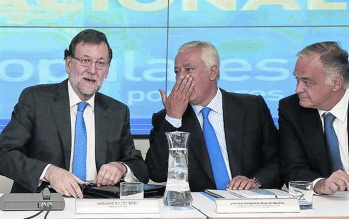 El presidente del Gobierno y del PP, Mariano Rajoy, reunió ayer a su ejecutiva en Madrid para hacer un primer análisis de los resultados electorales.