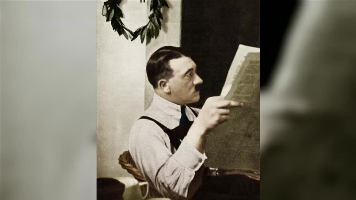 Hitler, en la prisión de Landsberg, donde cumplió condena en un régimen privilegiado.