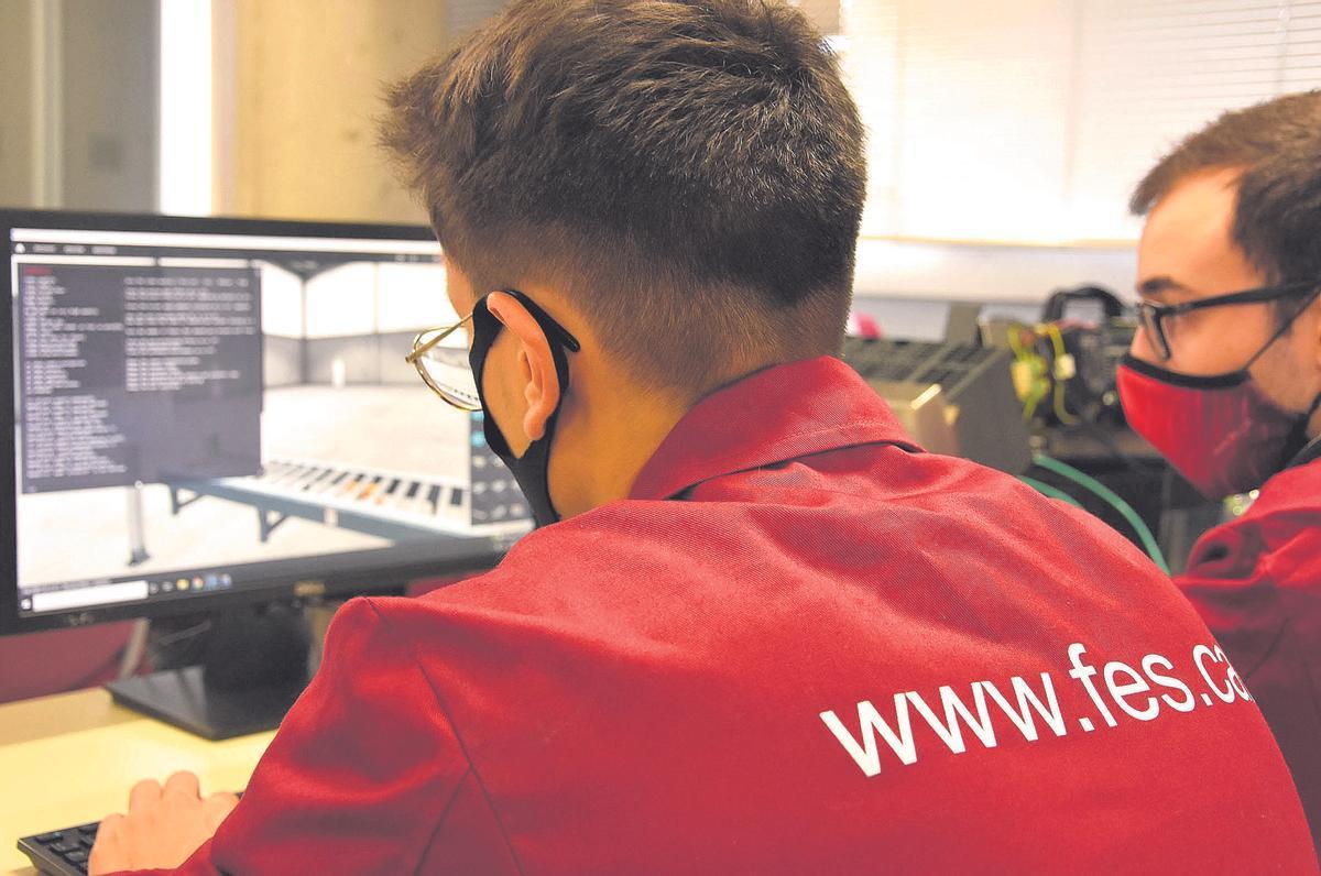Una escuela que prepara a profesionales para dar respuesta a las necesidades de la industria