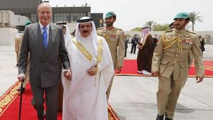 El rey Juan Carlos I, junto al sultán de Bahréin Hamad Bin Isa Al Jalifa, en mayodel 2014 en Manama, capital del país,