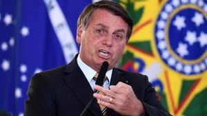 Bolsonaro exige a Brasil dejar de ser un país de maricas por temor alcovid-19.