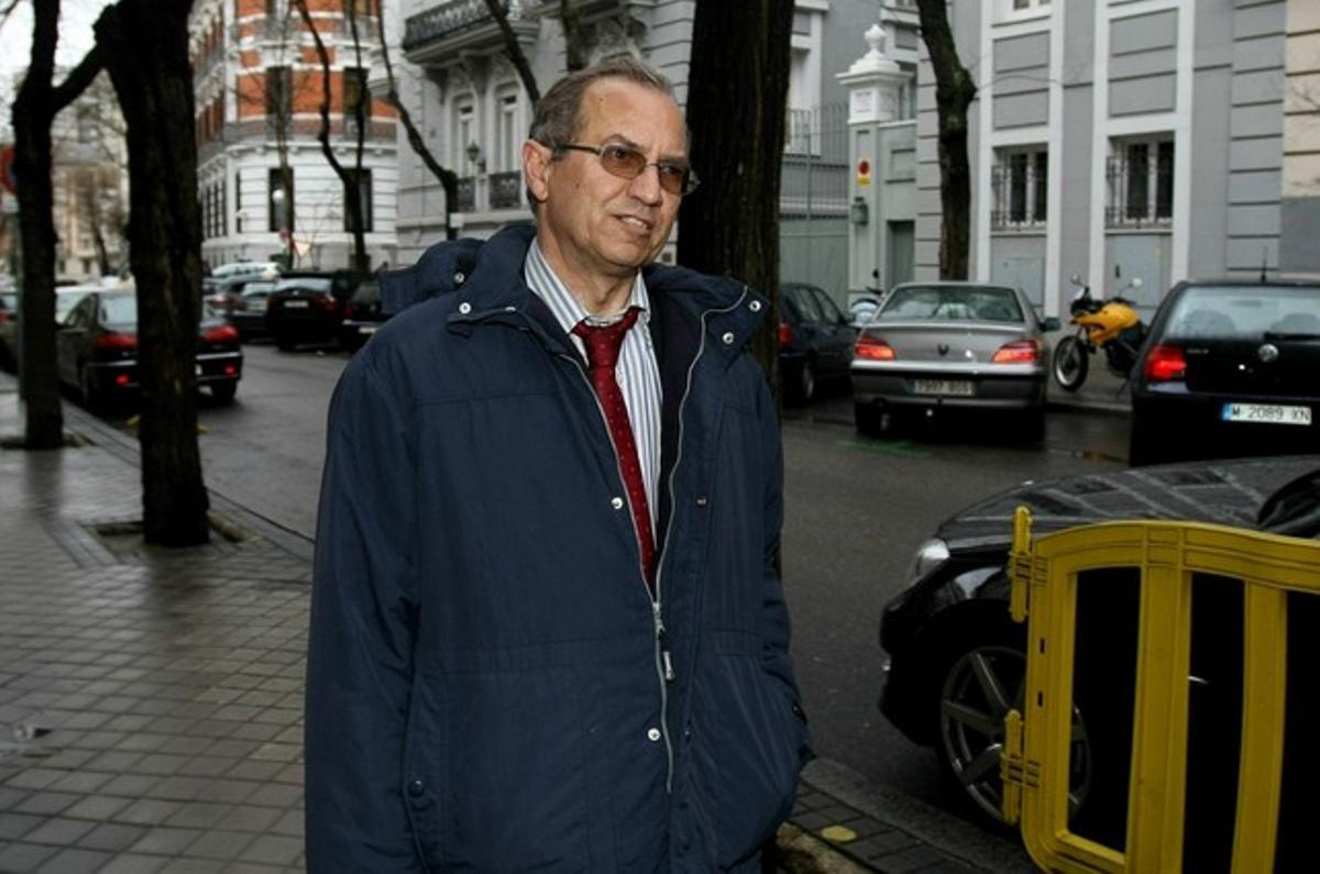 Martín Rodríguez Sol entra en la Fiscalía General del Estado para presentar la dimisión, el pasado marzo. DAVID CASTRO