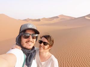 Rober y Lety de Mochileando por el mundoen uno de sus viajes