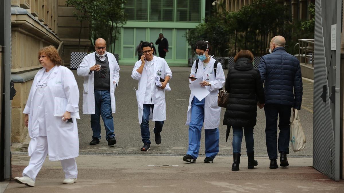 Coronavirus: Catalunya reclutarà metges jubilats i estudiants per frenar la pandèmia