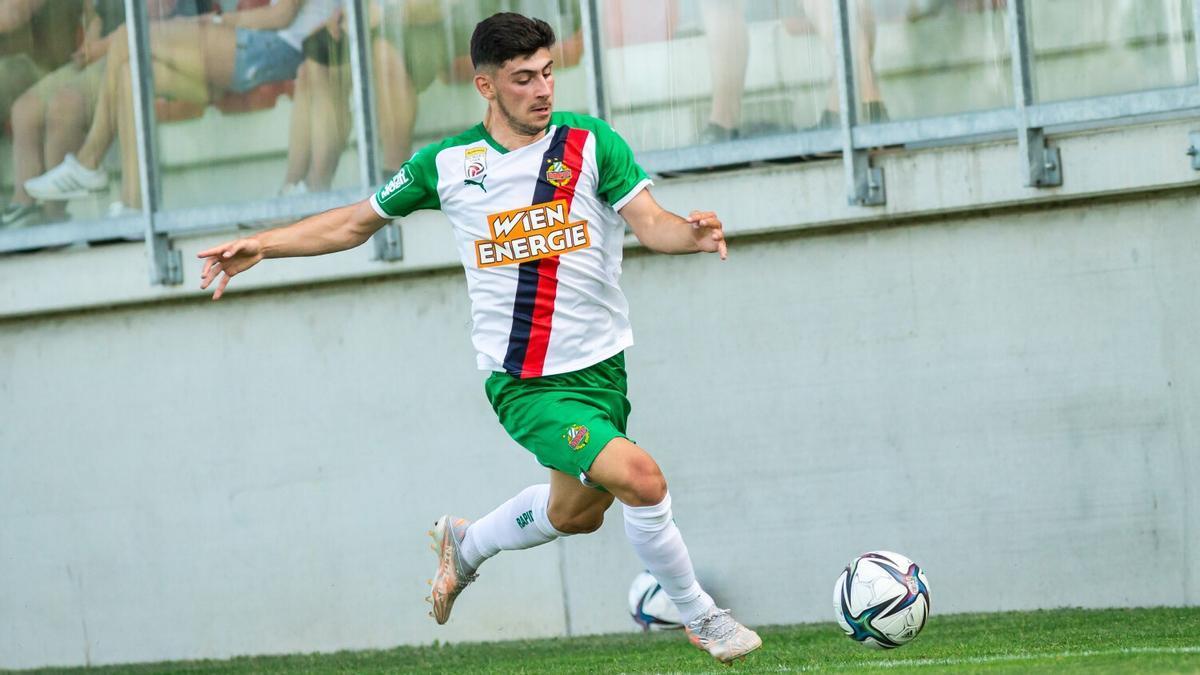 Yusuf Demir, en un partido con el Rapid de Viena.