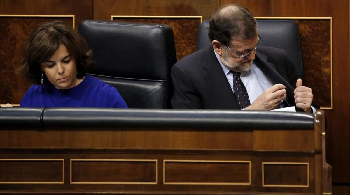Soraya Sáenz de Santamaría y Mariano Rajoy, este miércoles en el Congreso.