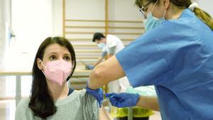 Sanitat avisa el Govern que s'ha de vacunar els sanitaris abans que altres professionals