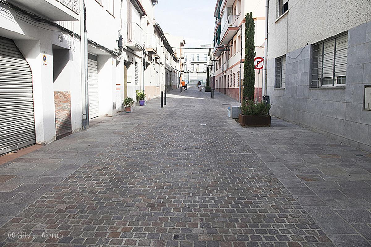 Aspecto de la renovada calle Ferrer i Guàrdia en Parets del Vallès.