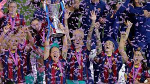 Las jugadoras del FC Barcelona celebran la victoria ante el Chelsea.