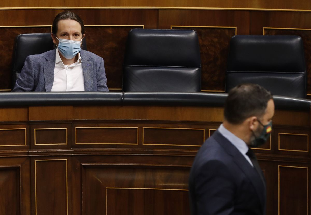 El candidato a las elecciones madrileñas de Unidas Podemos, Pablo Iglesias, y el presidente de Vox, Santiago Abascal, en el Congreso