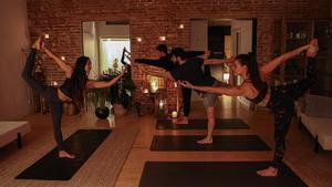 Una clase de yoga en Frizzant, una de las muchas actividades que ofrece.