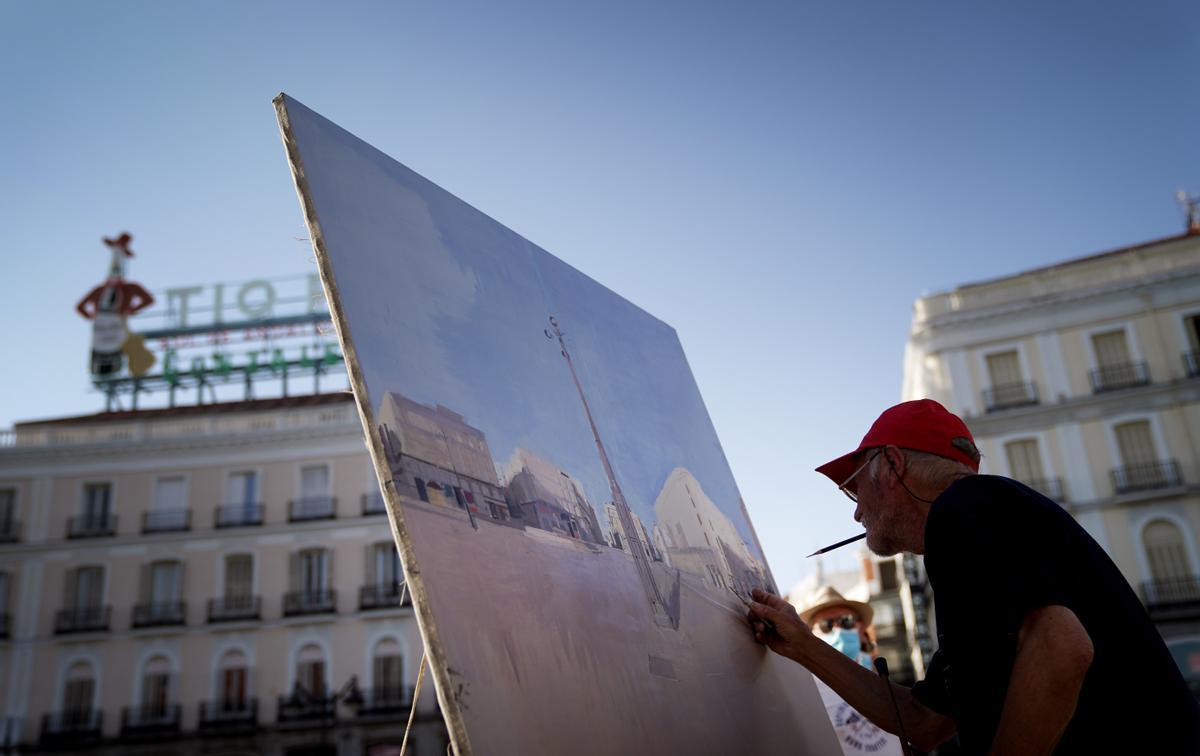 El artista Antonio López acaba de terminar sus dos meses de pintura a pie de calle en la Puerta del Sol de Madrid.
