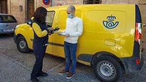 La España sin bancos: de los cajeros de Correos a sacar dinero en las tiendas