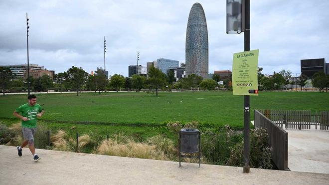 Barcelona abre la Clariana de las Glòries con servicio de tumbonas y actividades de ocio
