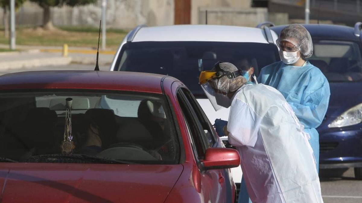 Pruebas de coronavirus en los coches.