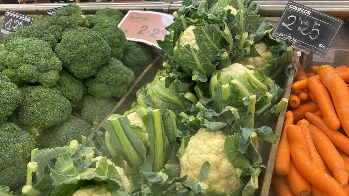 Verduras en un supermercado.