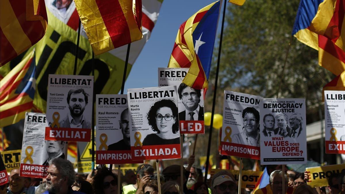 Manifestació a favor de la llibertat dels presos independentistes