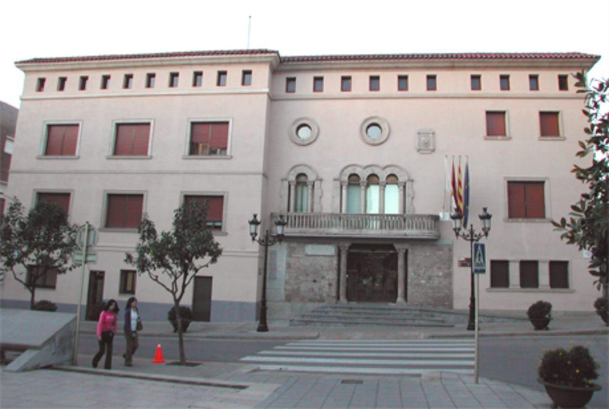 Fachada del Ayuntamiento de Cornellà
