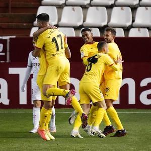 Los jugadores del Girona celebran el triunfo en Albacete.