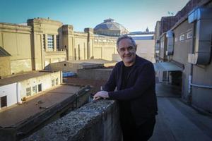 Ferran Adrià, al pati de  BulliLab, al carrer de Mèxic, on treballa.