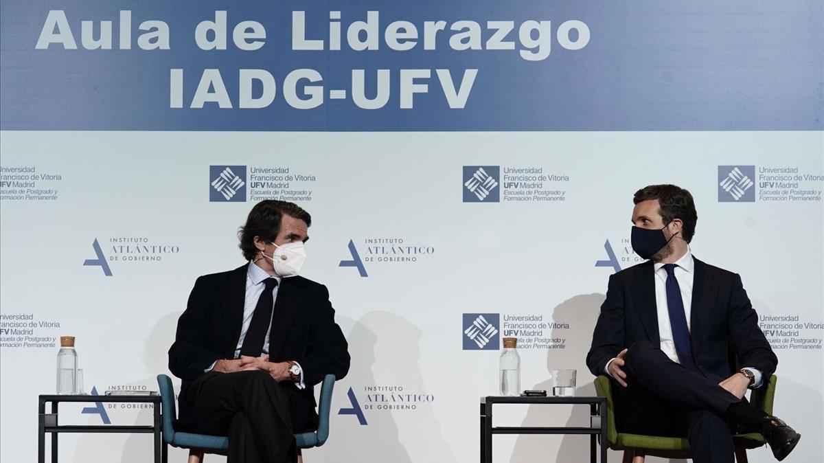 José María Aznar y Pablo Casado, en el aula de liderazgo.