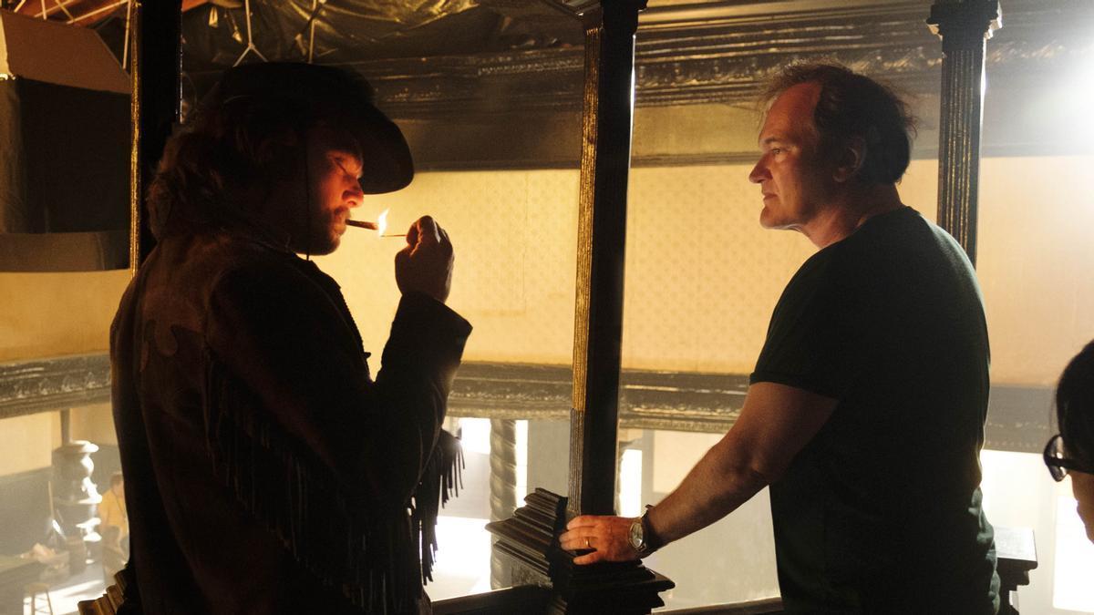 Tarantino, con Leonardo DiCaprio, durante el rodaje de 'Érase una vez en... Hollywood'.