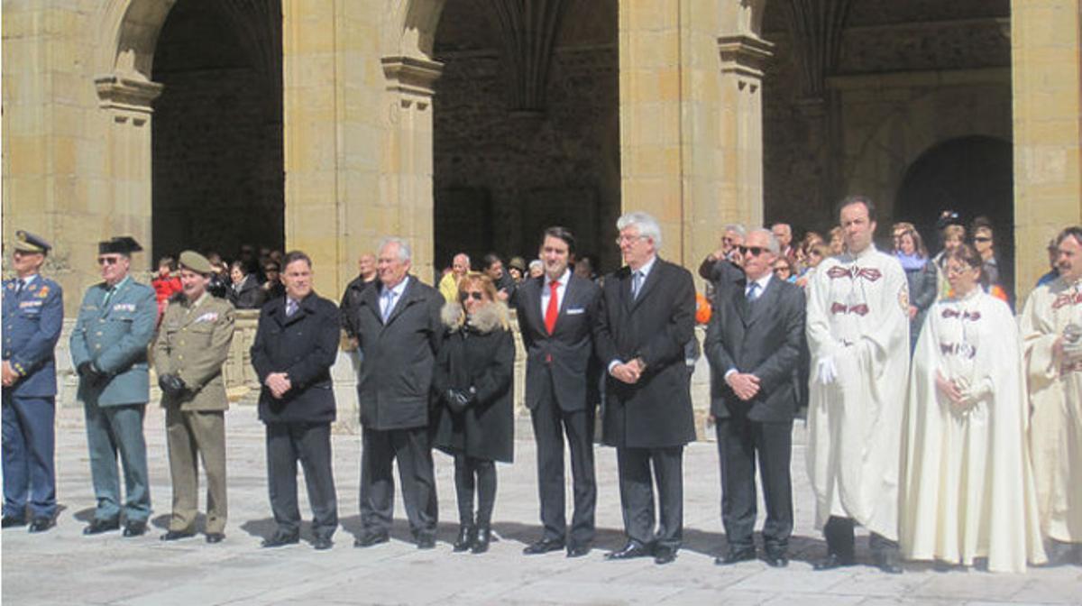 Isabel Carrasco presenció la tradicional ceremonia de las cabezas en el claustro de San Isidoro (abril 2013).