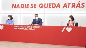 Cristina Narbona, Pedro Sánchez y Adriana Lastra, en la reunión de la Ejecutiva Federal del partido socialista.
