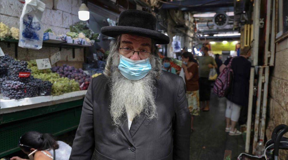 Un vendedor israelí en ell mercado de Mahane Yuhuda en Jerusalén.
