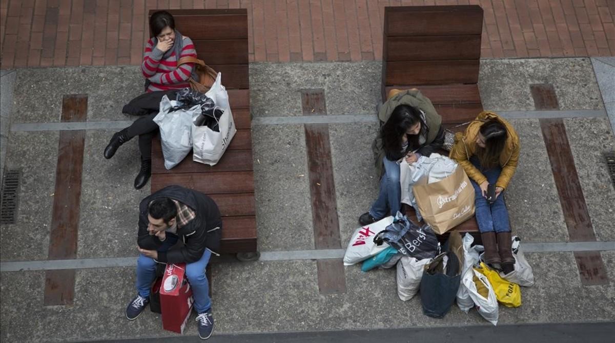 Jornada de compras en el Black Friday del 2015 en La Maquinista de Barcelona.