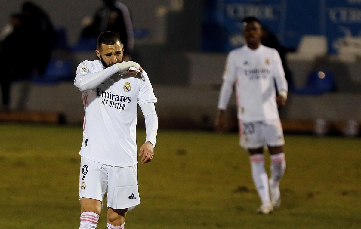 Benzema se lamenta durante un momento del Alcoyano-Real Madrid