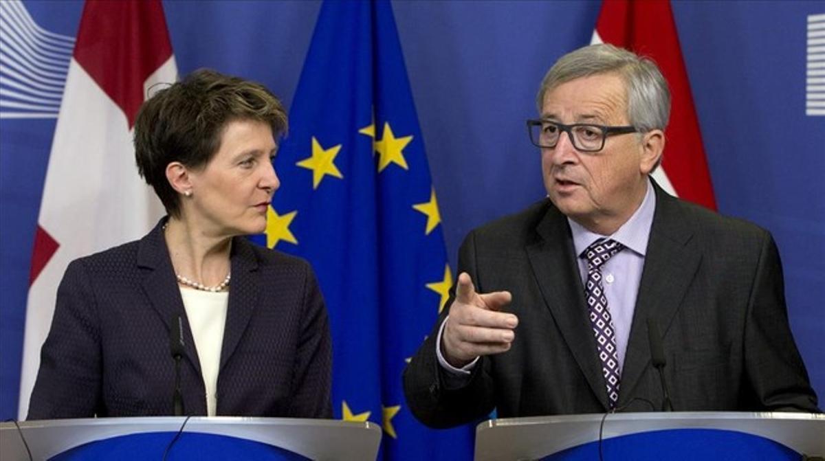 """Bruselas felicita a Rajoy y pide un Gobierno """"estable"""""""