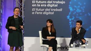 El economista de BBVA Rafael Maitland y la periodista Alison Maitland, durante el debate moderado por la directora adjunta de EL PERIÓDICO, Olga Grau.