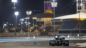 Lewis Hamilton, camino de la 'pole' en Baréin.