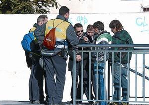 Revisores y vigilantes de Renfe, en la estación de Sitges, el 4 de enero.