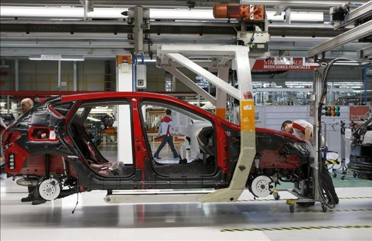 Línea de montaje de Seat en la fábrica de Martorell.