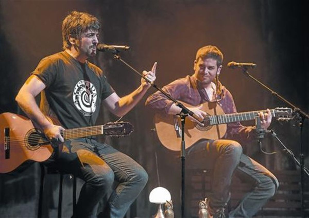 Un momento del concierto de David y José Manuel Muñoz en la Barts, anoche.