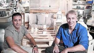 Albert Boada (izquierda) y Stephan Quiles, en una tienda de la cadena Muy Mucho.
