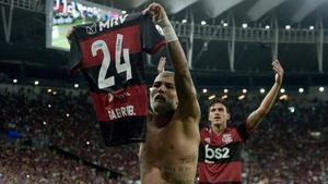 Gabriel Barbosa, del Flamengo, reivindica el 24 en una acción contra la homofobia.