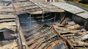 Un incendi crema un magatzem de l'empresa de galetes Rifacli a Montblanc