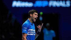 Djokovic expresa su rabia durante el partido contra Berrettini.