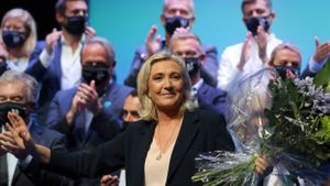Marine Le Pen, en la clausura del congreso de Reagrupación Nacional, este domingo en Perpinyà.