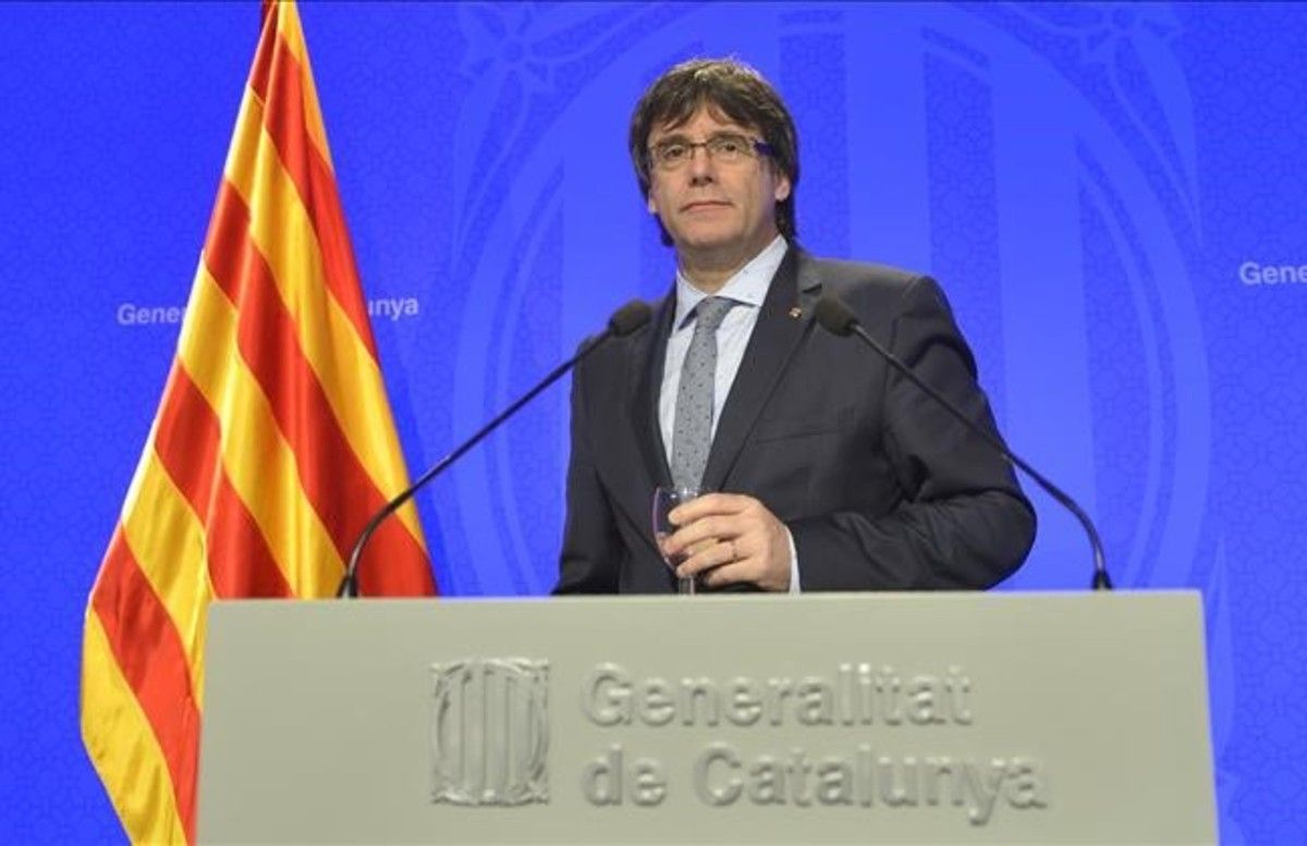 El 'president' Puigdemont en la rueda de prensa de presentación del plan de Govern.