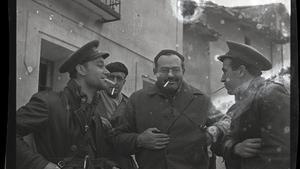 Herbert Matthews, corresponsal de The New York Times, y Ernest Hemingway, en Teruel.