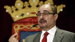 Javier Lambán (PSOE) preside Aragón tras pactar con Podemos y CHA.