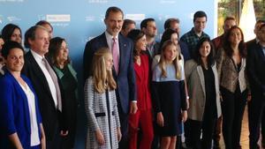 El rey Felipe y la princesa Leonor junto amiembrosde la Fundación Princesa de Girona y galardonados en anteriores ediciones, en el Palacio de Congresos de Catalunya