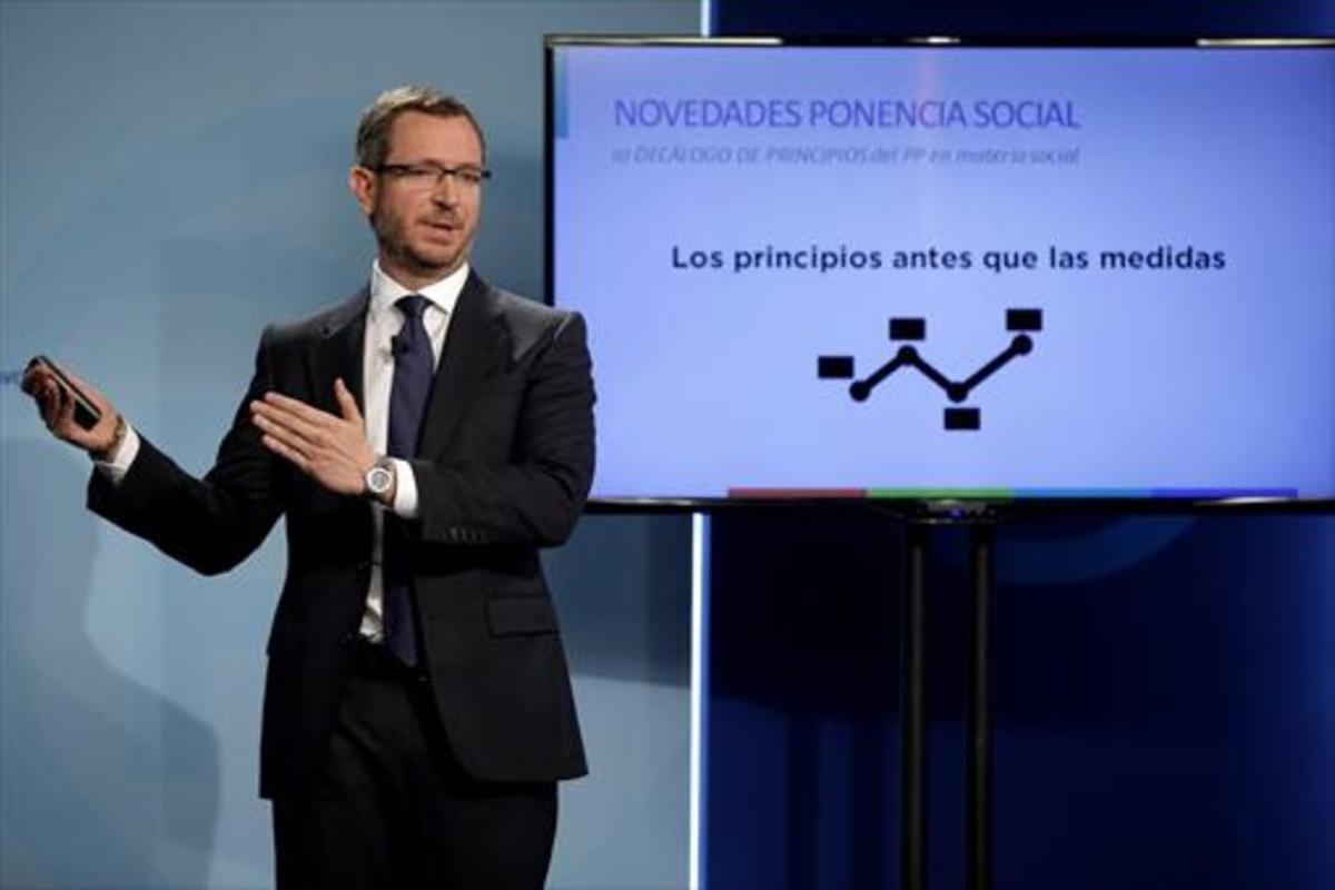 Maroto presenta la ponencia social del PP, ayer en Madrid.