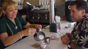 El consumo de unas tres tazas de café al día puede tener efectos beneficiosos para la salud.
